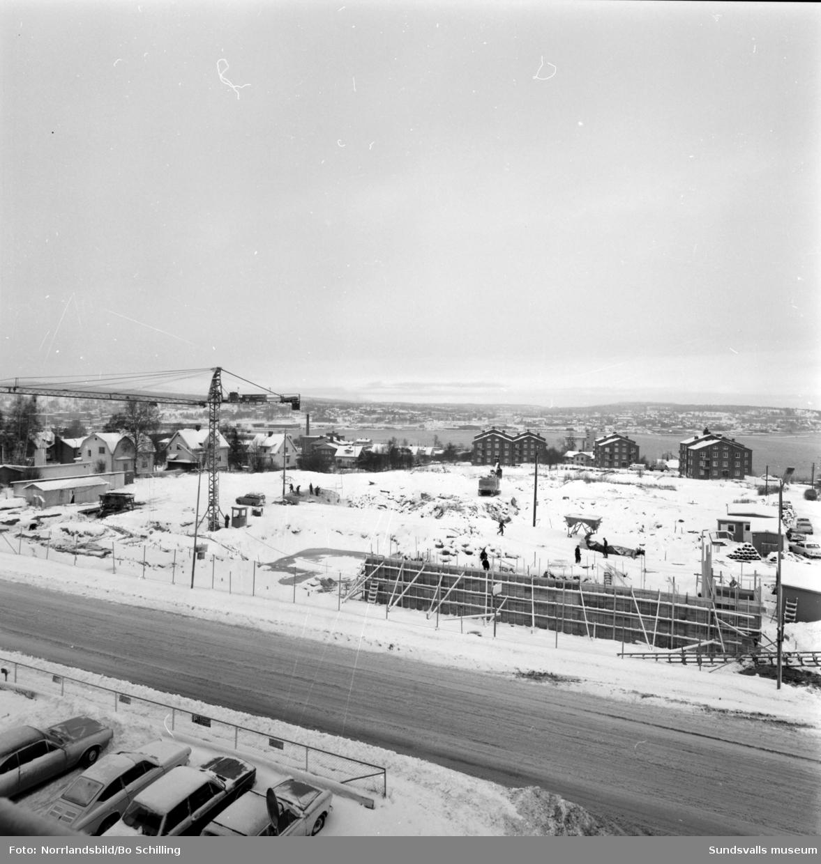 Markberedning och grundarbete inför byggandet av Skönsmons skola.