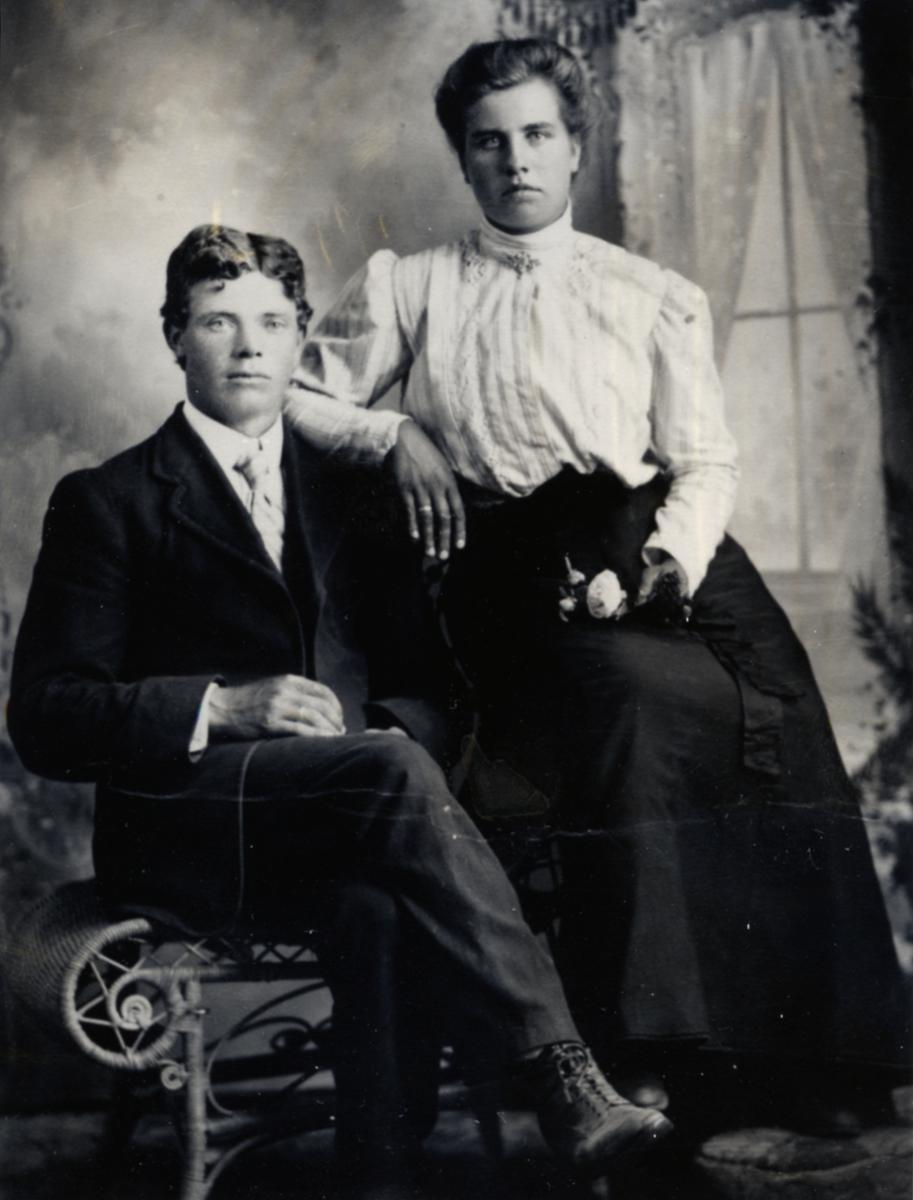 """Brudebilde av Guri og Lars Moberg. Utvandra til South Dakota. Guri kalla seg """"Gertie"""" i Amerika.  4 barn, Anna Elisabeth, Julius M, Leo Franklin, and Gladys Irene."""
