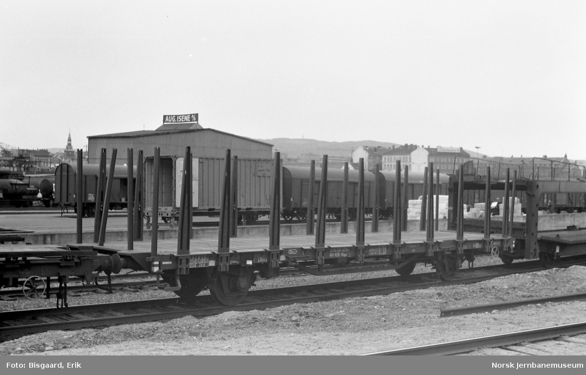 Plattformvogn litra .Kbps nr. 335 3250 på Sørenga, Oslo Ø