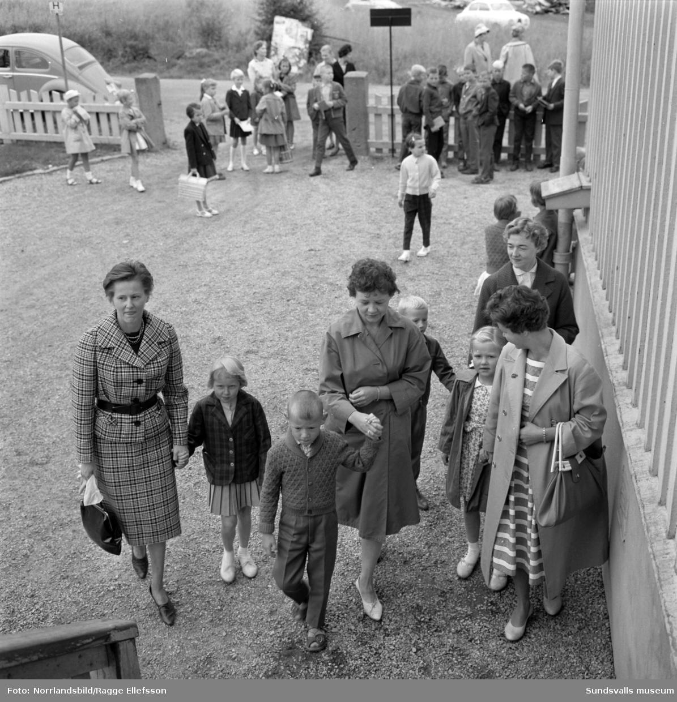 Skolstart på Öde skola på Alnö 1961.