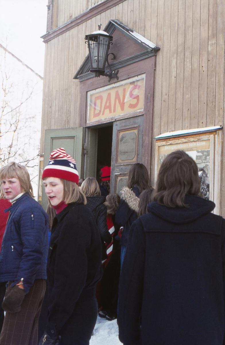 Røros kino. Danselokalet under Rørosmartnan 1974.