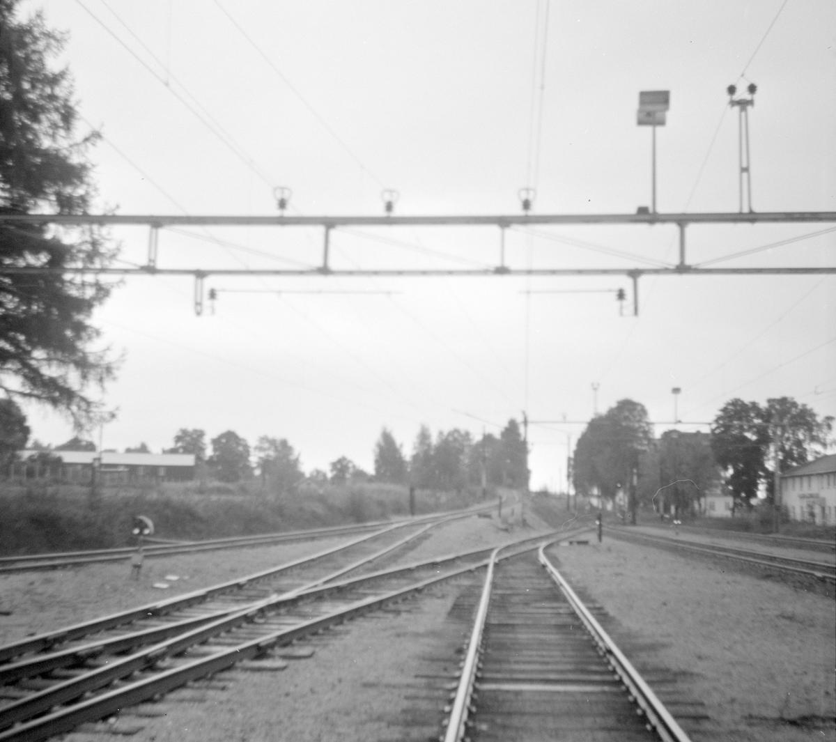Fra Vikersund stasjon på Randsfjordbanen. Krøderbanen grener av i bakgrunnen til venstre.