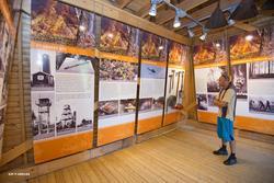 Interiør fra utstillingsrommet i tårnfoten på det rekonstrue