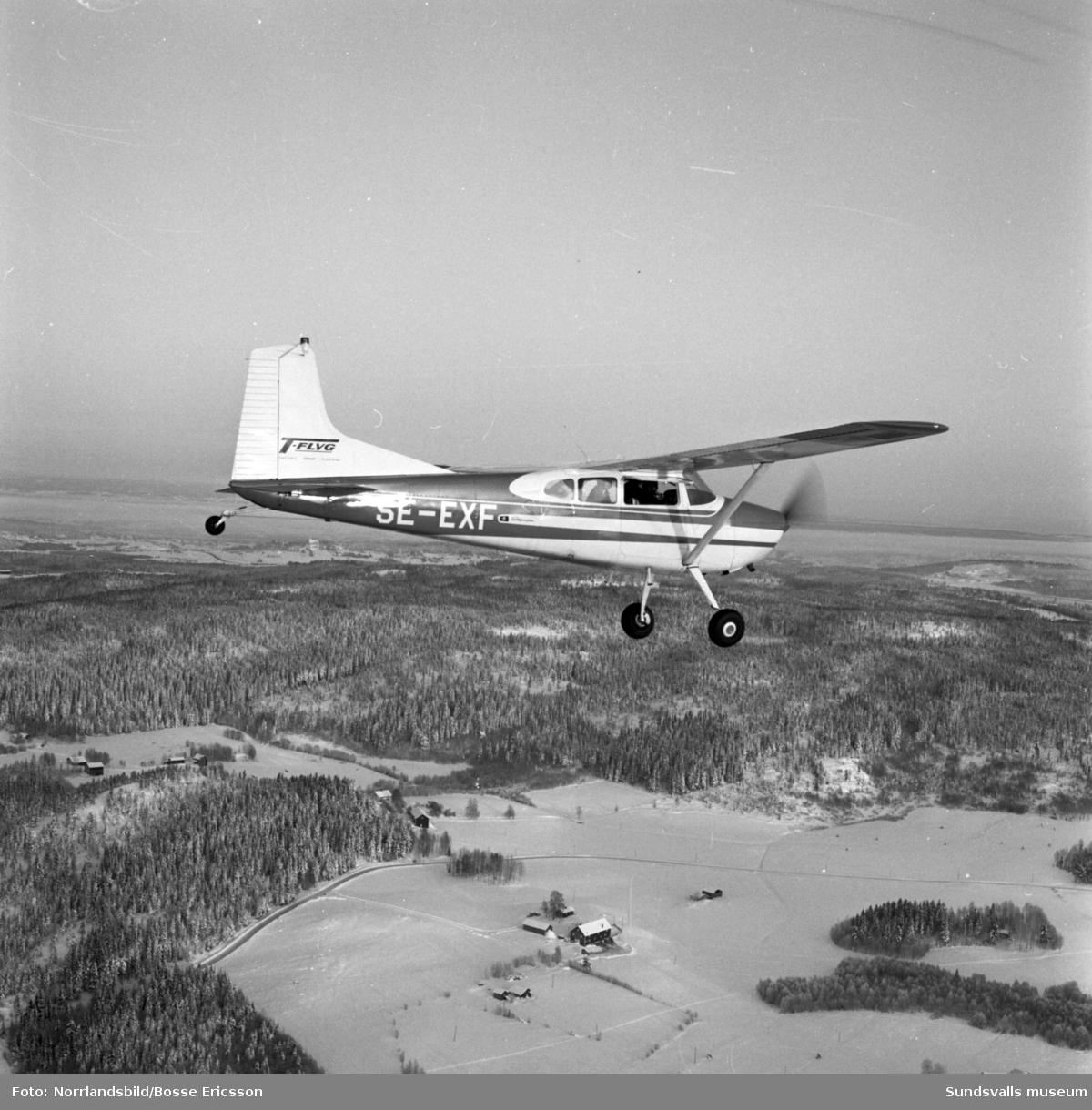 T-flyg med Hasse Thelin flyger med en ny Cessna över Sundsvall.