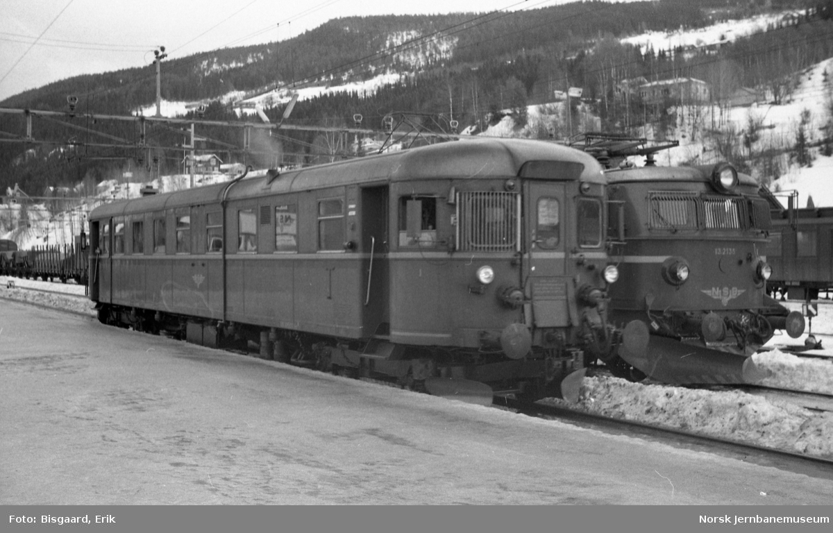 Motorvogn BM 91 07 på Ål stasjon