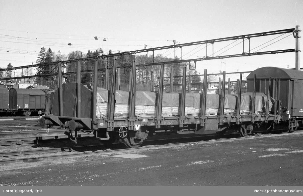 Plattformvogn litra Os nr. 370 0913 på Ski stasjon