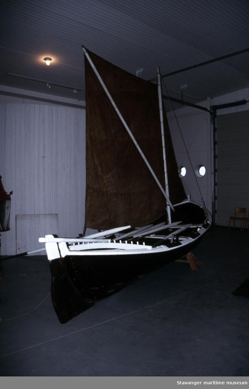Seksæring - oversiktsbilde av båten i miljøet