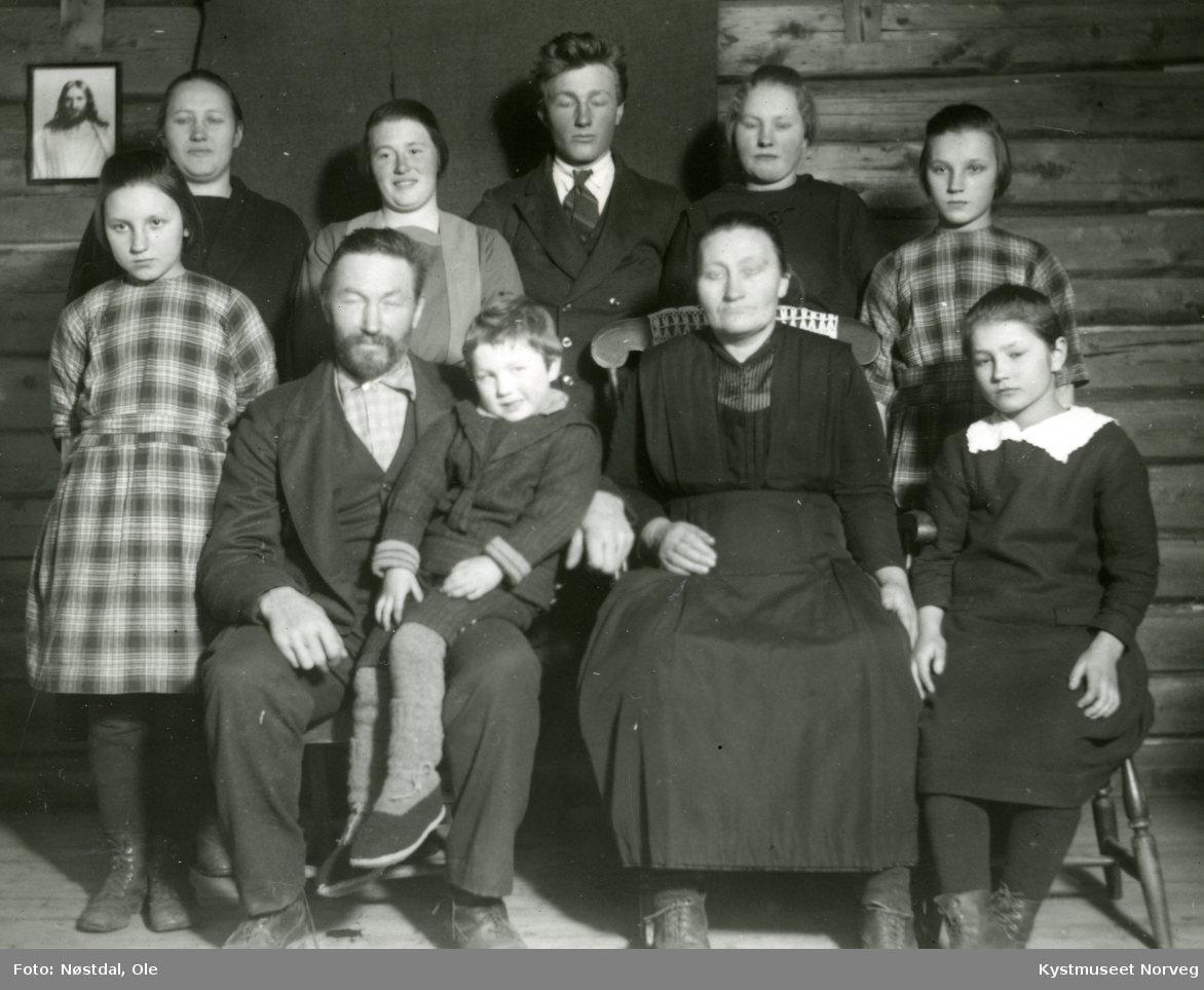 Noen personer fra familien Haugen i Gravvik i Nærøy