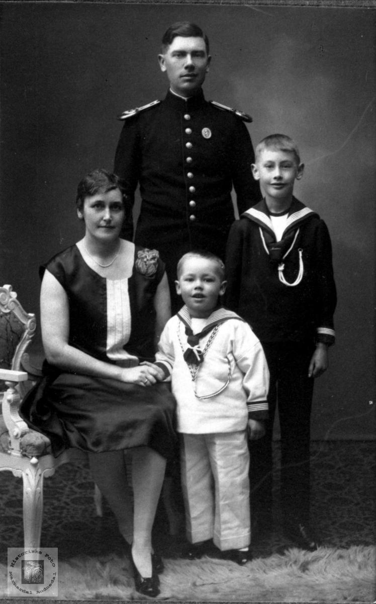 Familien Foss, Bjelland