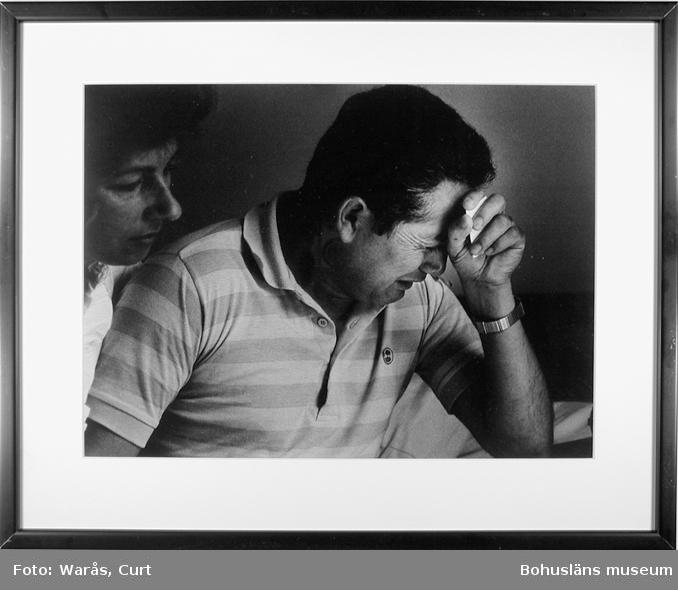 Ondskans offer. Tortyrskadade Carlos Gueterez, en av 260 chilenare i norra Bohuslän som lever på flykt från terror och förtryck. Uddevalla juli 1988.