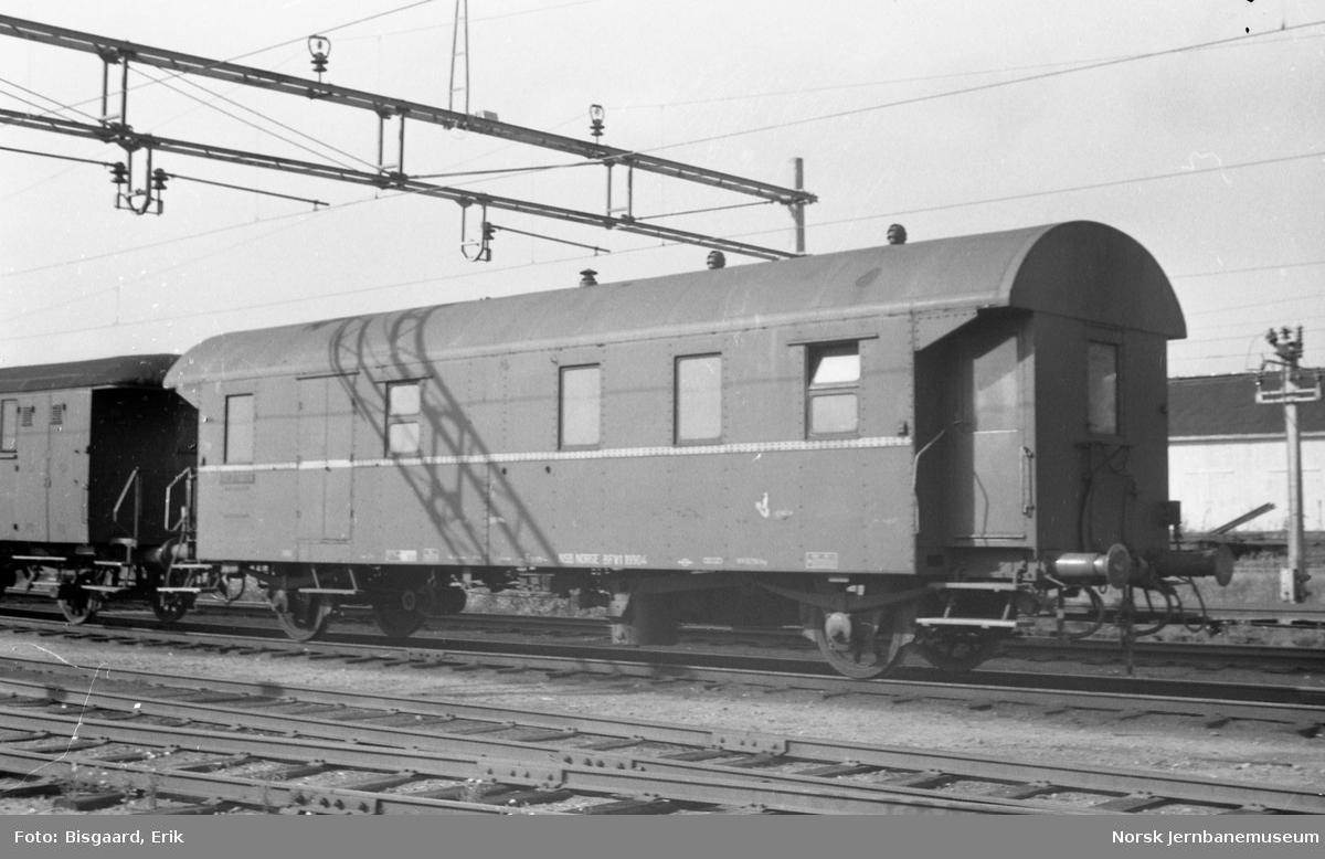 Personvogn litra BFV1 rn. 19904 på Ski stasjon