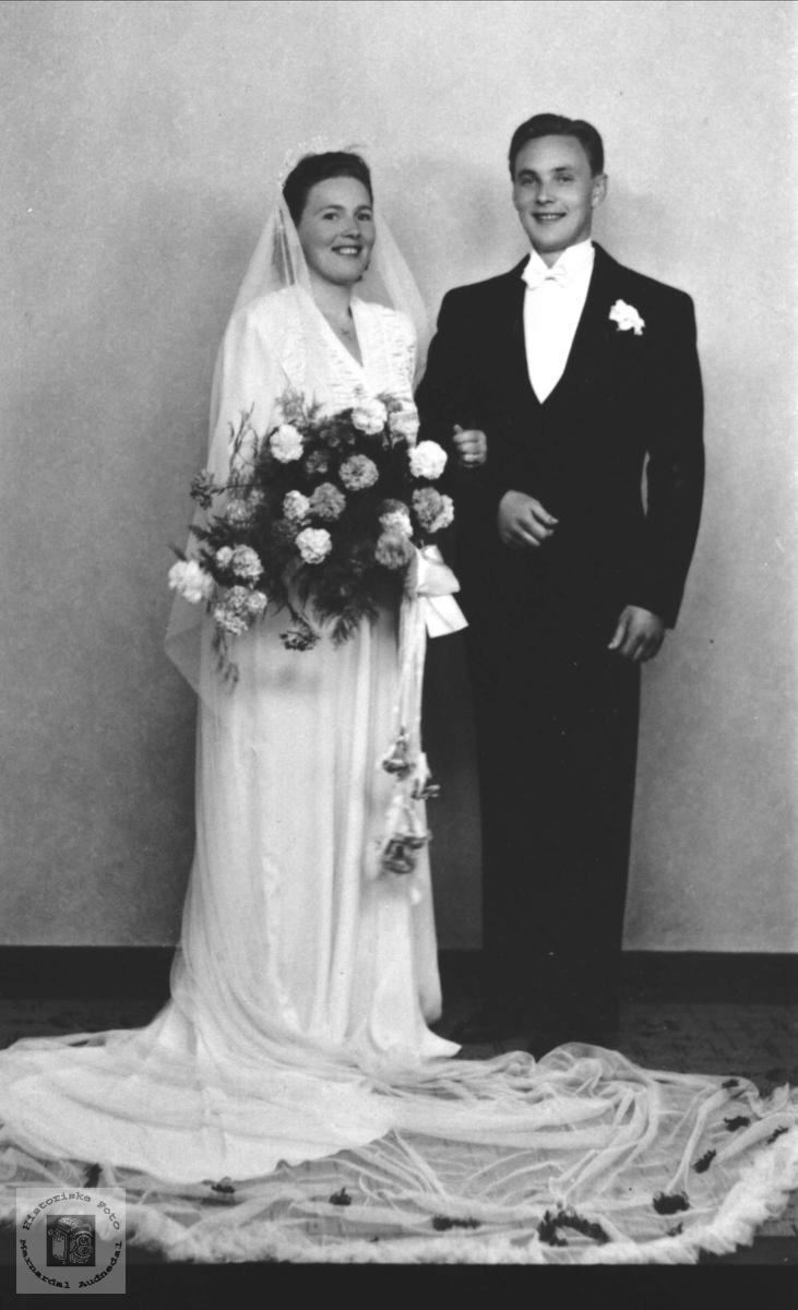 Brudepar. Anna J. Tisland og Magnus Frøyså
