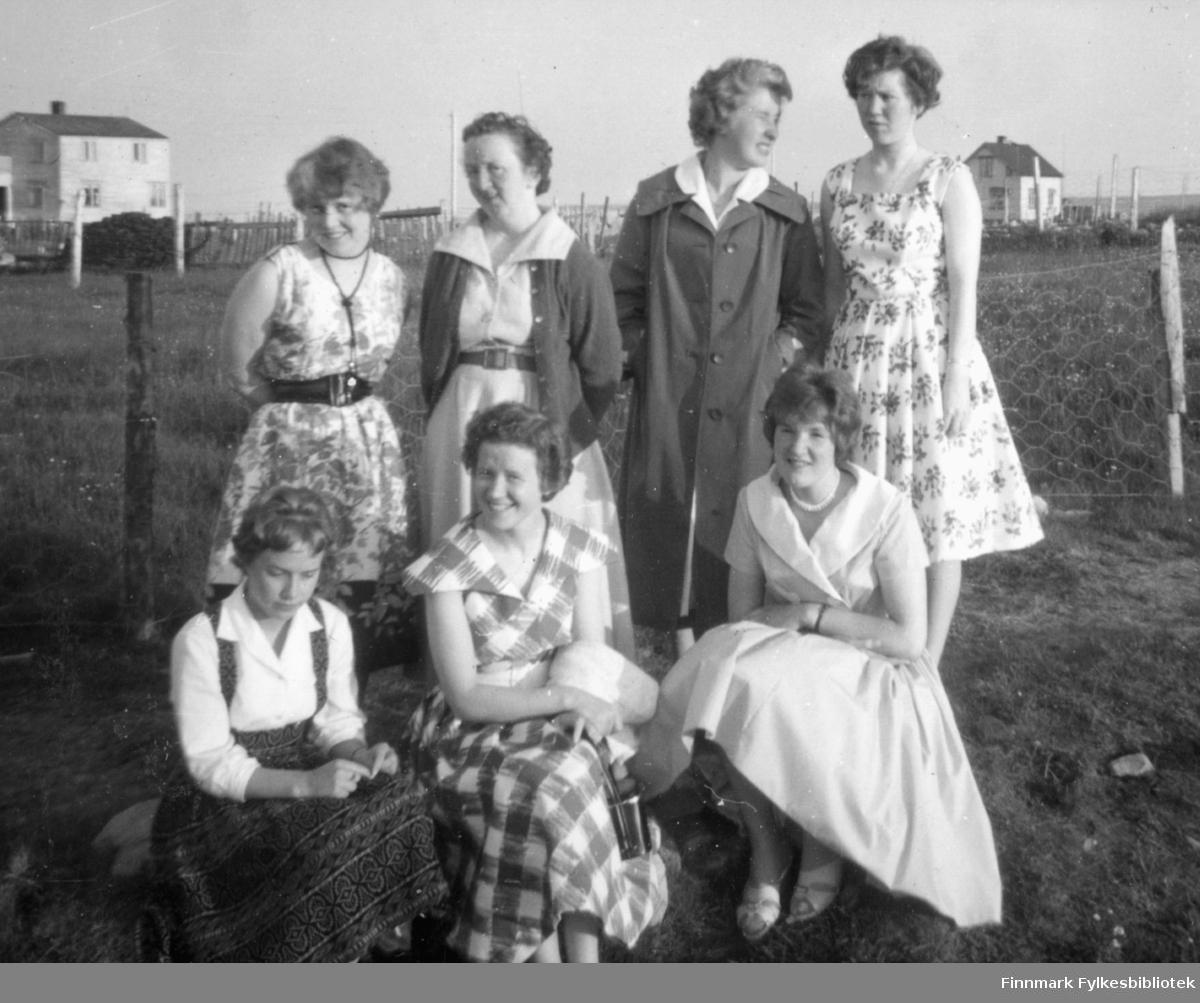 Krampenes i 1960 i anledning Jorunn Stocks fødselsdag. Bak fra venstre: Bjarnhild Stock, Judith Kvamme, Bjørg Rushfeldt, Arna Fredriksen. Foran fra venstre: Grethe Saxi, Agnes Kristiansen, Jorunn Stock.