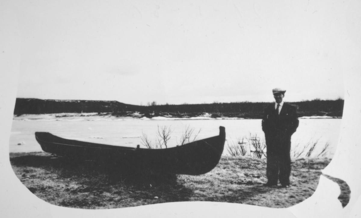 """""""Olav Barski. Søndagstur ved Tanaelva for å se til elvebåten."""""""