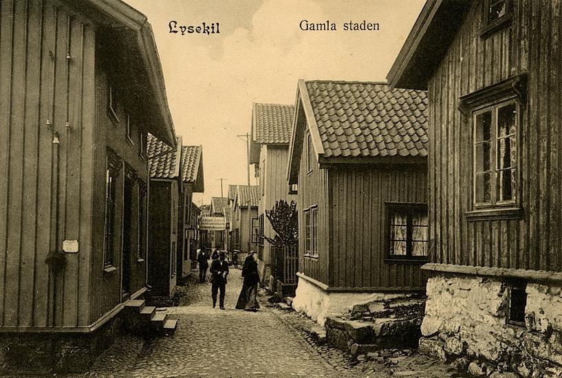 """Enligt uppgift på vykortet: """"Lysekil Gamla stadenl""""."""