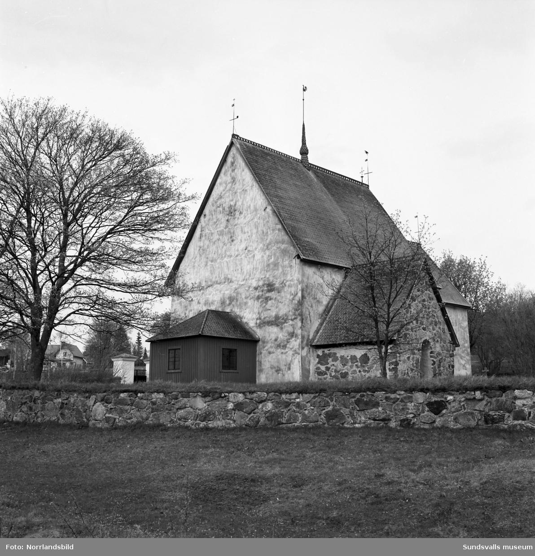 Alnö gamla kyrka, exteriörbilder.
