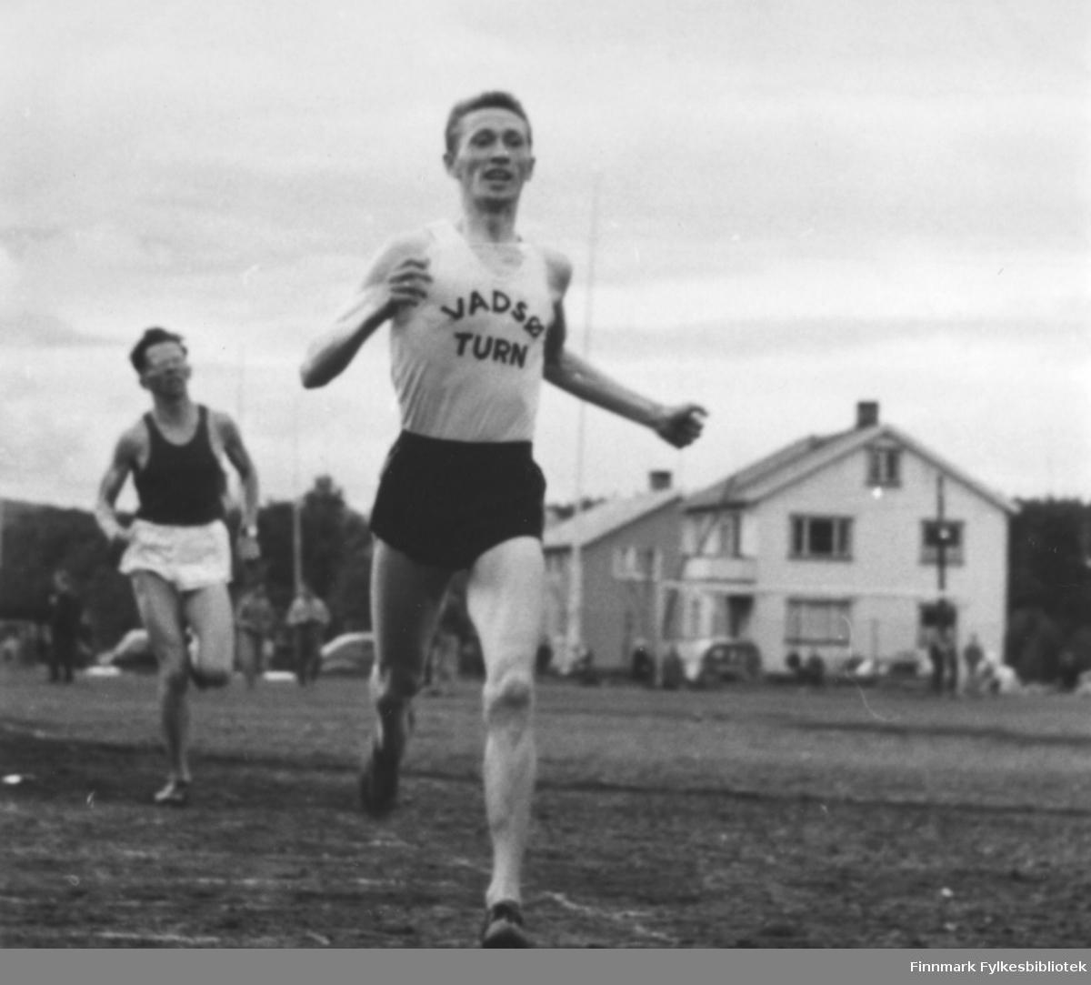 """""""Russer-stevnet"""" i Kirkenes i 1959. Seier i 1500 m til Ragnvald Dahl på banerekord: 4.05."""