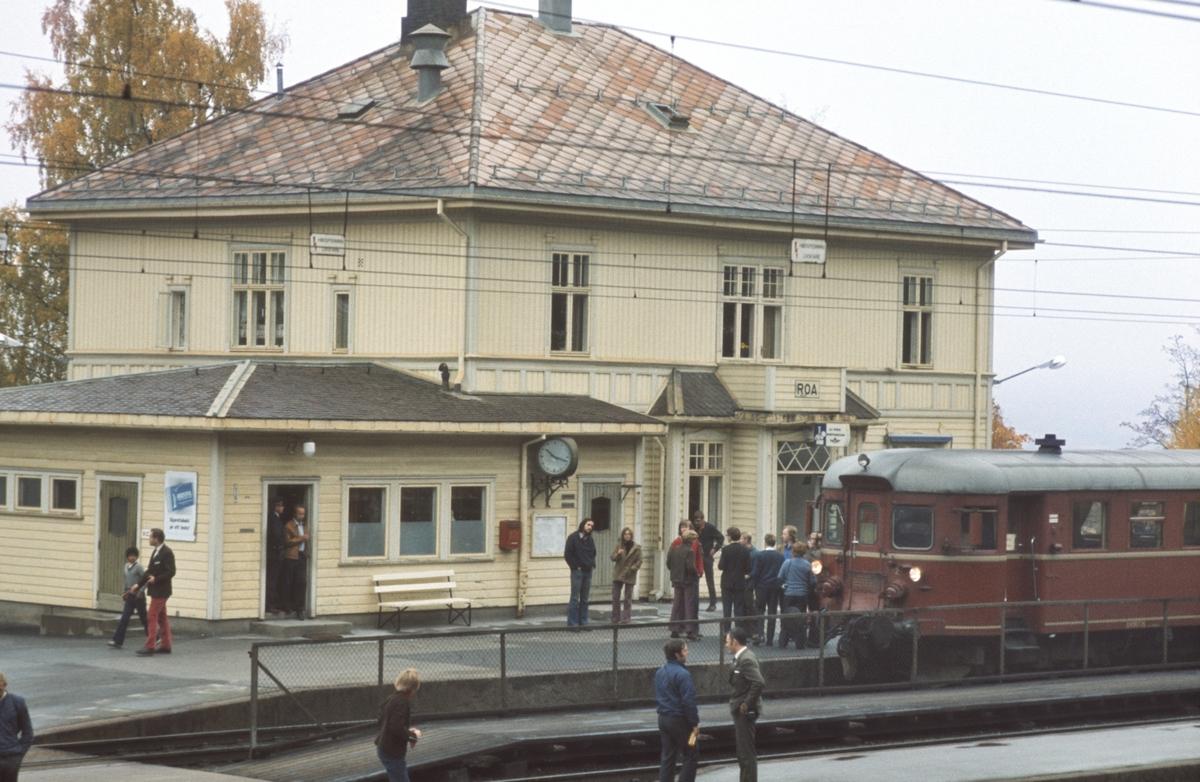Ekstratog til Skreia og Gjøvik på Roa stasjon. Norsk Jernbaneklubb.