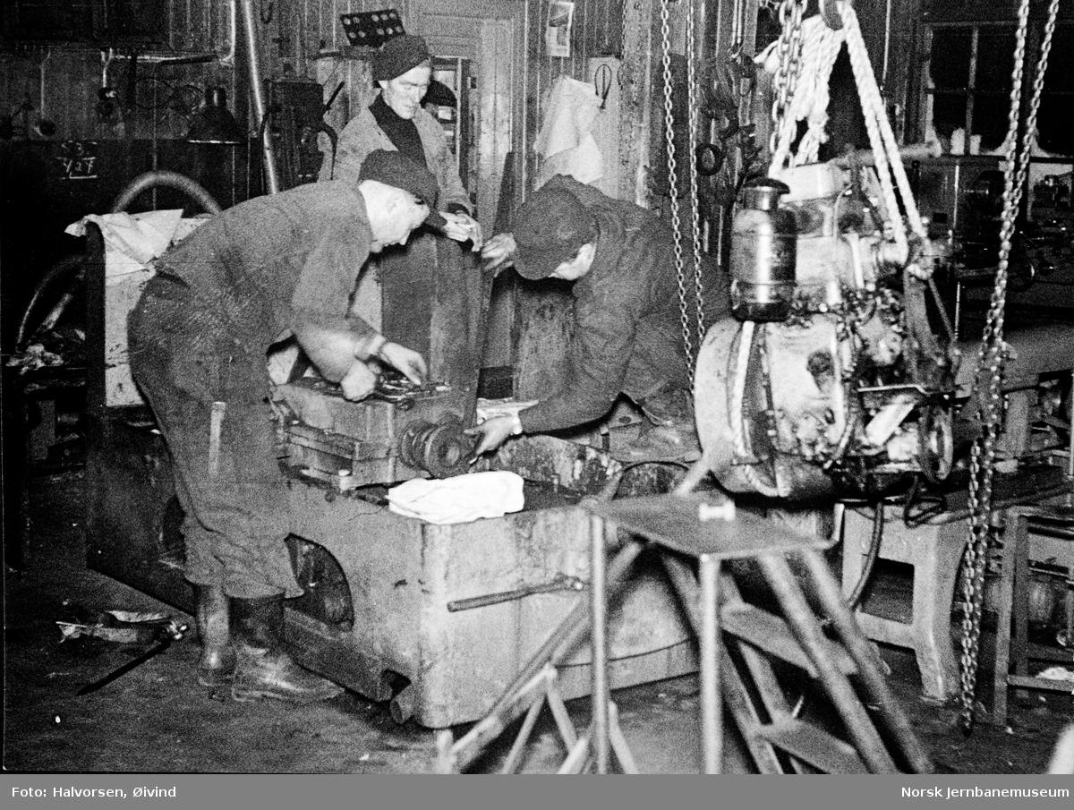 Levahn 1 tonns diesellokomotiv til Sulitjelma Gruber under utprøving i gruvene - motorbytte