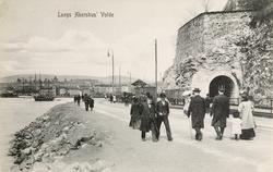 Langs Akershus' Volde.