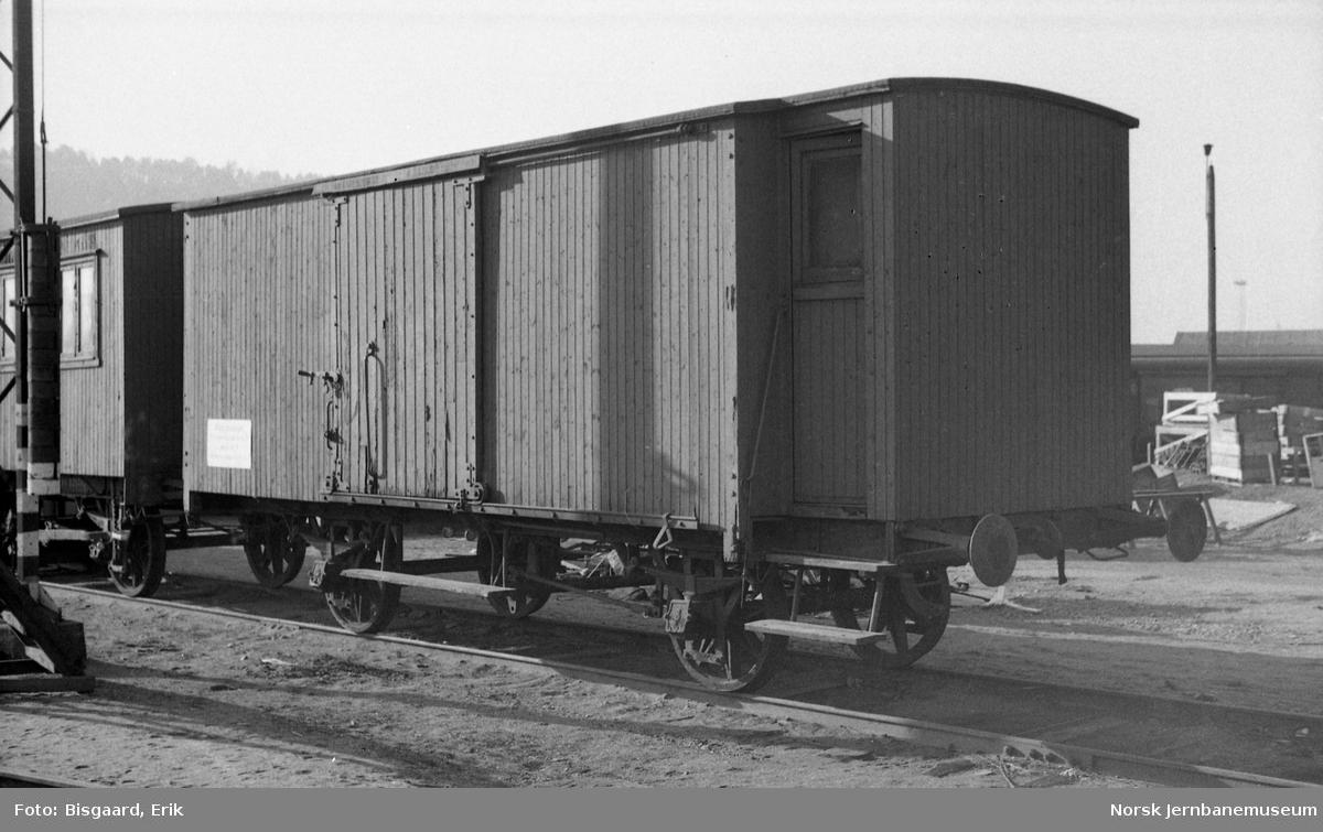 Lukket godsvogn litra Gf2 nr. 10158 på Oslo Ø (trolig stasjonsvogn)