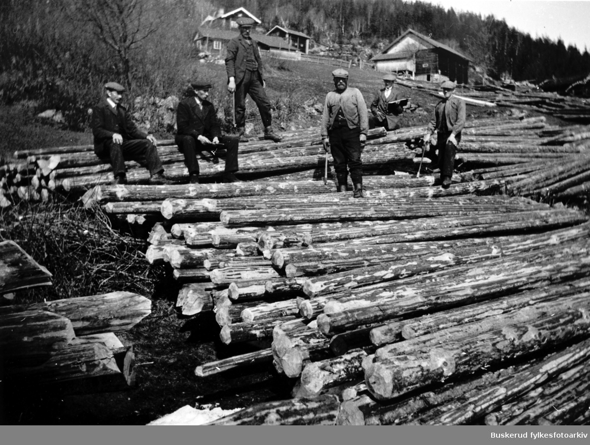 Tømmermerking i Stensrud ca. 1910  F.v. Andreas Stensrud,  Ole Olafsen, Anders Rundhaug, ...