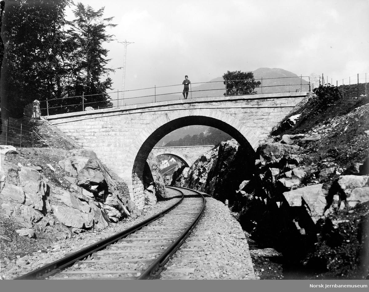 Vossebanen mellom Kronstad og Bergen, overgangsbruer utenfor nordre ende av Kronstadtunnelen