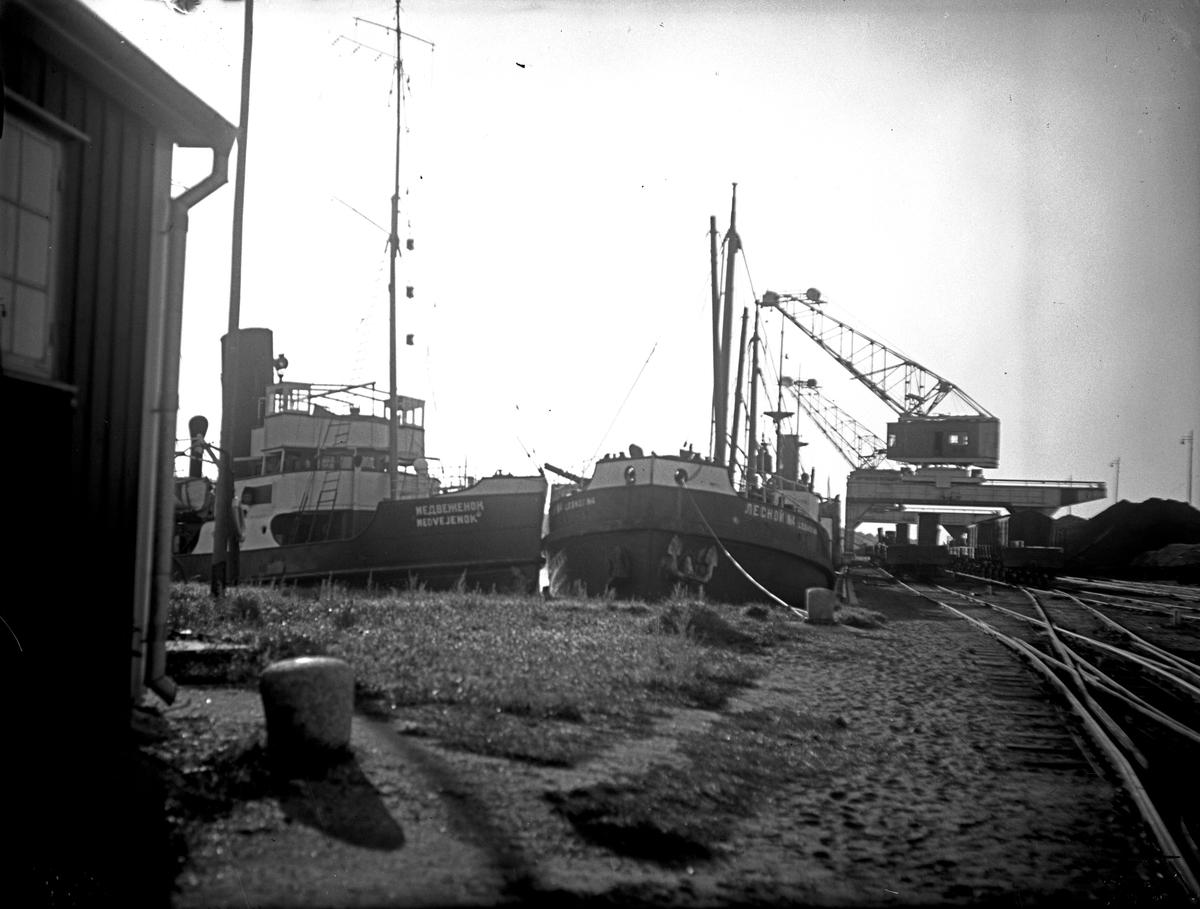 Ryska båtar i Köpings hamn. Fotograf: E. Sörman Fotokopia finns.