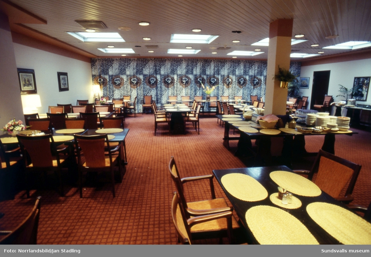 Exteriör- och interiörbilder av Hotell Bore och restaurang Maxim ...