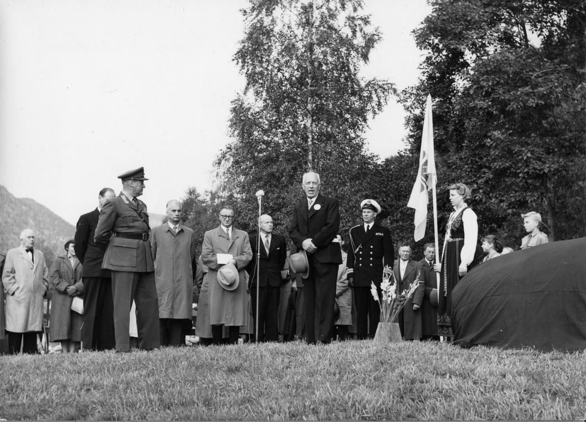 Avduking av minnesteinen i Kviteseid., Karsten Baardseth.