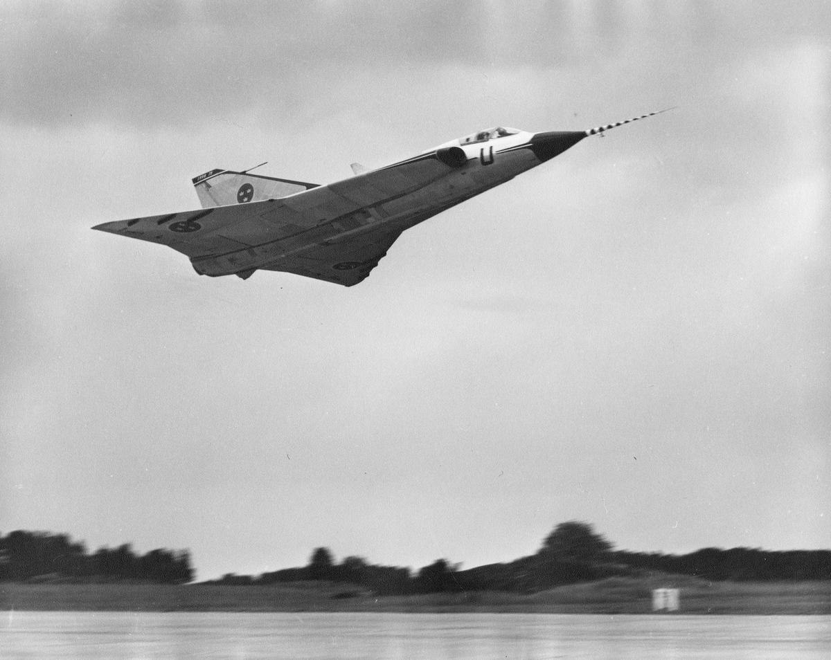 Provflygplan för Saab 35 Draken i luften.