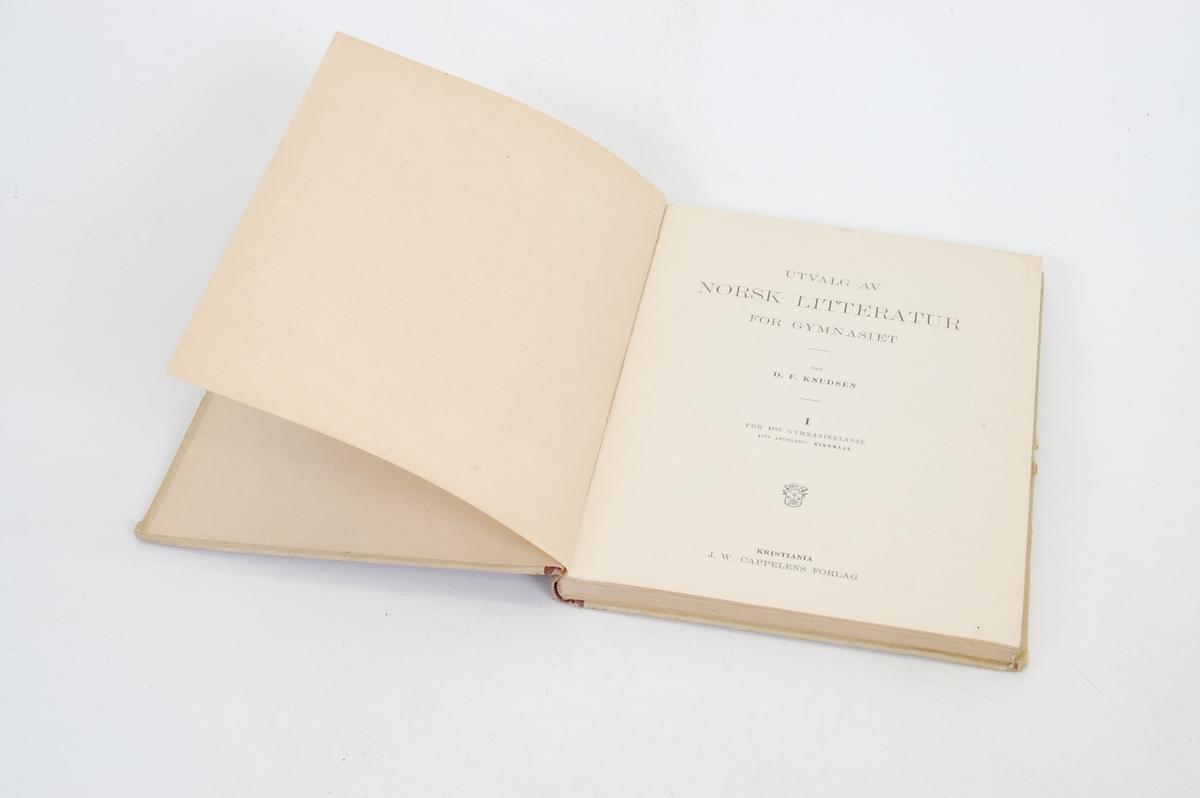 bokomslaget er orange- og hvitstripat, med rødbrun rygg