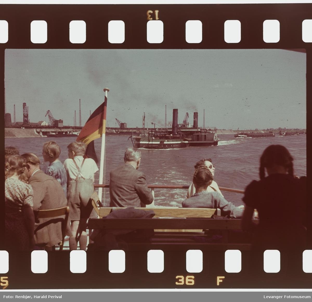 Fra Tyskland i forbindelse med deltakingen på den årlige Fotomessen i Køln. Båttur på Rhinen.