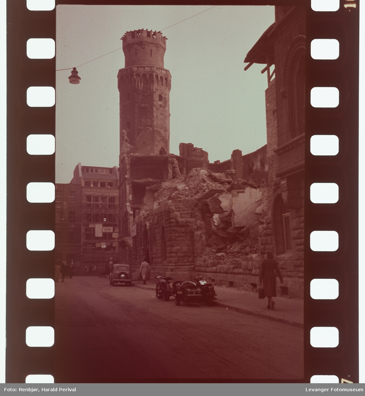 Fra Tyskland i forbindelse med deltakingen på den årlige Fotomessen i Køln. En by der ruinene fremdeles er fremtredende etter 2.verdenskrig