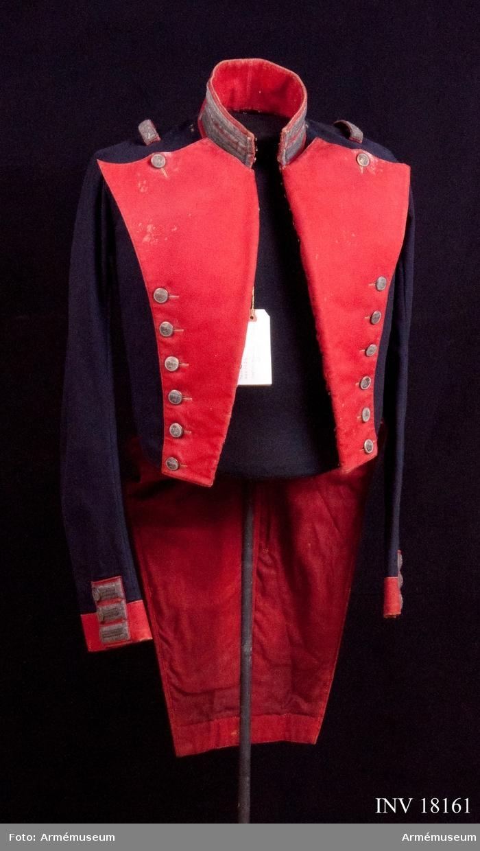 Grupp C I. Ur uniform för officer, löjtnant vid Göta livgarde, Andra livgardet. Livplagg m/1833.Se K.br. 1833-03-09 (Svea livgarde).