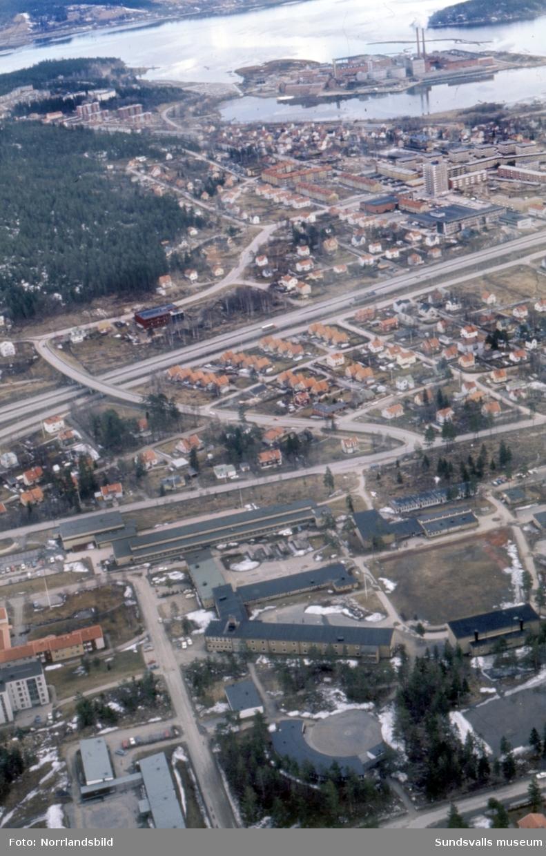 Flygfoton över norra Sundsvall, Skönsberg, Haga. Bild 1 från Korsta och västerut, bild 2 från Hagaskolan och österut mot Ortvikens fabrik.