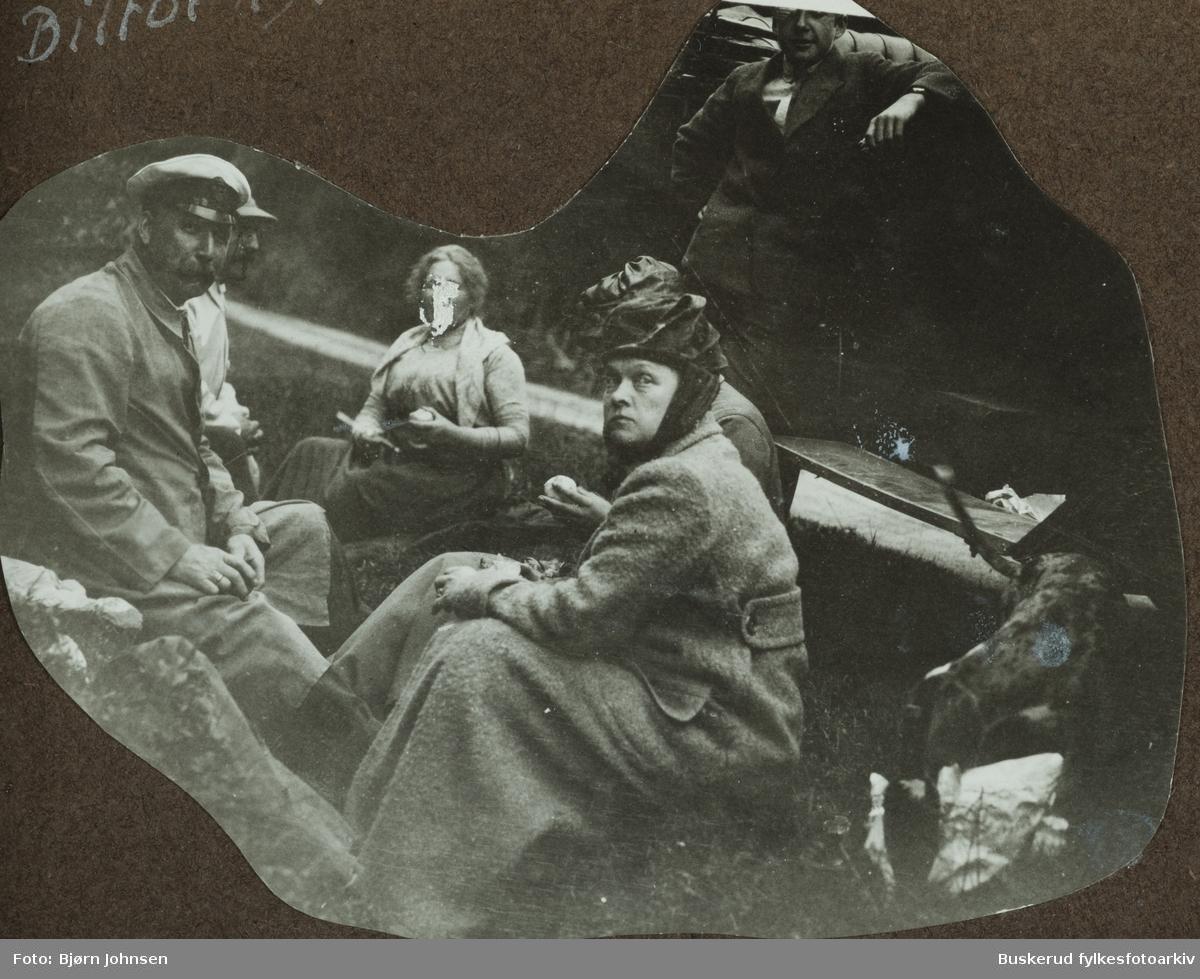 På biiltur i 1918 M.H. Rognerud, B. Grimstad, Thorvald Rognerud og Antonette Rognserud