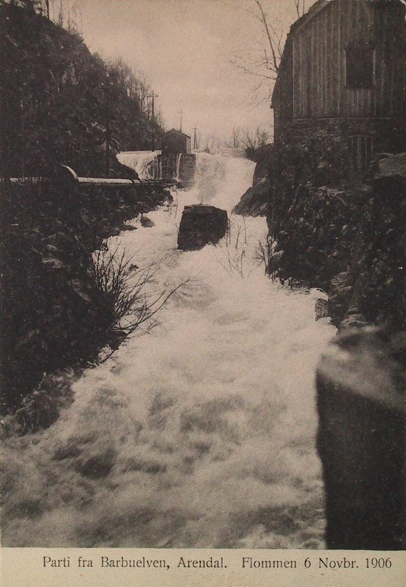 Parti fra Barbuelven, Arendal. Flommen 6. Novbr. 1906. Fossen midt i bildet, damhuset i bakgr.