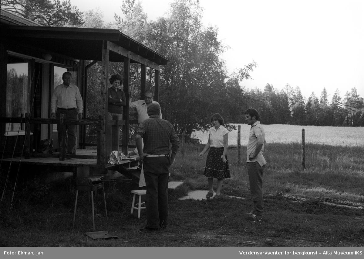 Landskap med personer. Fotografert 1979, Fotoserie: Laksefiske i Altaelva i perioden 1970-1988 (av Jan Ekman).