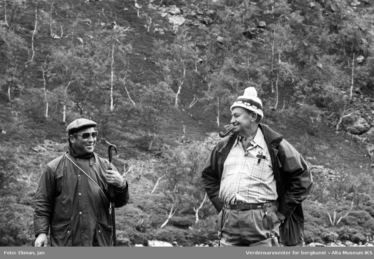Landskap med personer. Fotografert 1972. Fotoserie: Laksefiske i Altaelva i perioden 1970-1988 (av Jan Ekman).