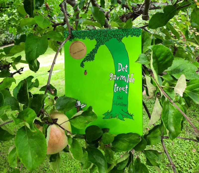 Det gavmilde treet. Skrevet og illustrert av Shel Silverstein, gjenfortalt på norsk av Siri Nilsen