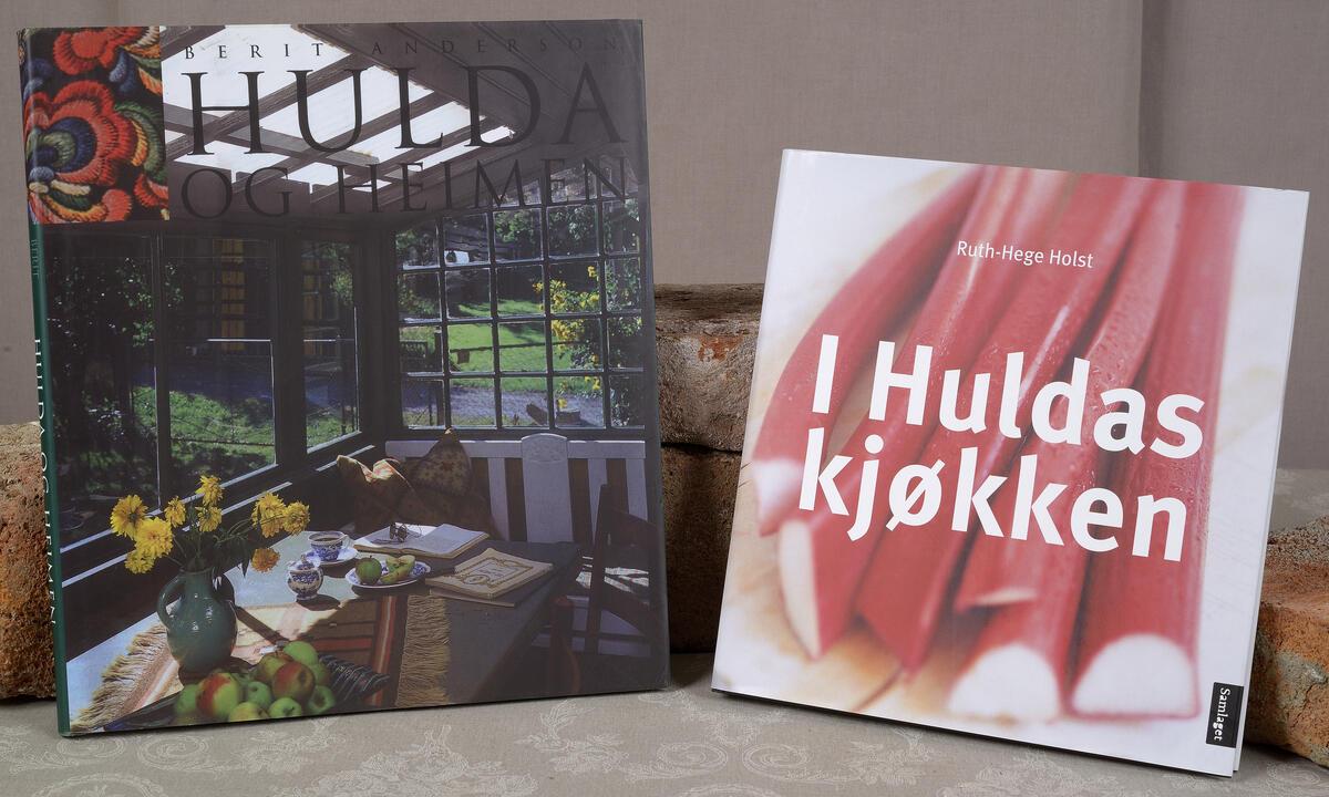 Hulda og Heimen  kr. 300,- og I Huldas kjøkken kr. 199,- (Foto/Photo)