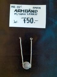 Armbånd m/ sølvlenke, barn. kr 750,- (Foto/Photo)