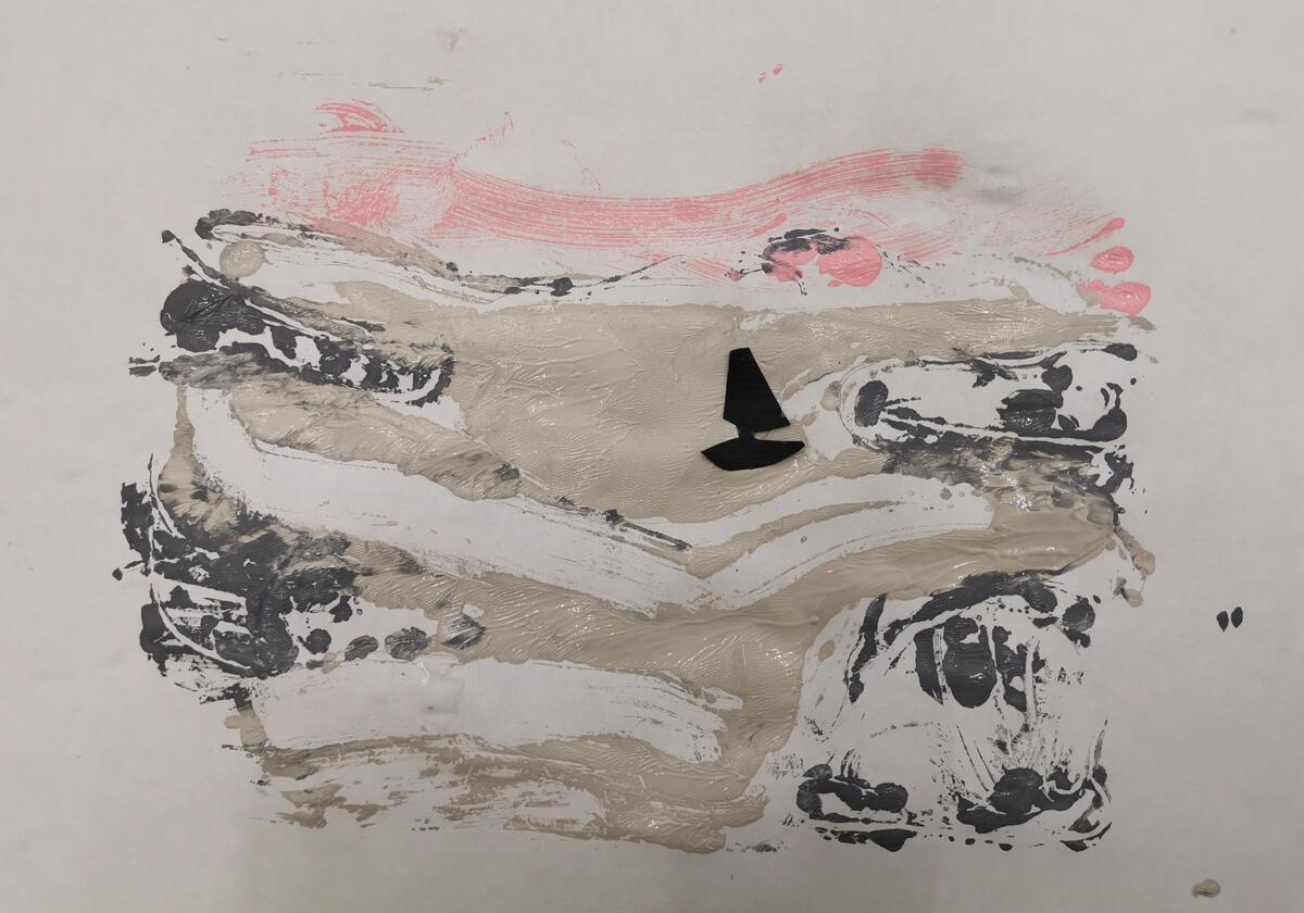 Ta forsiktig opp arket. Hva ser du, ble det et malerisk bilde? Om du vil kan du male eller lime inn et bilde av en båt. (Foto/Photo)