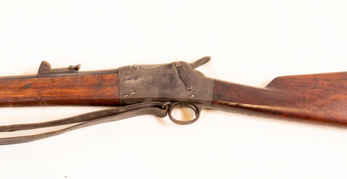 Bærerem delvis ødelagt. Låskassen noe anløpet. Merkinger: Låskasens høyre side, låskasens venstre side. Merkjet C 1878.