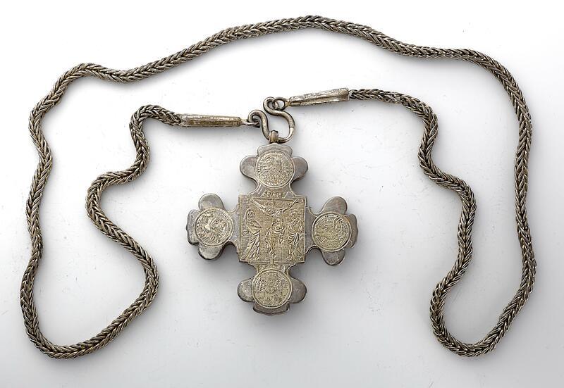 Replikaen av Myrvoll-korset, utforma av sylvsmed Truls Grønvold (Foto/Photo)
