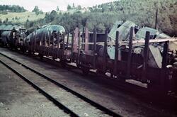 Dombås jernbanestasjon, jernbanevogner med vrakrester av tys
