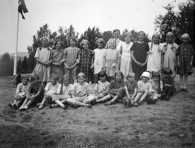 Jenter, gruppe 23, på Borgen feriekoloni, Ringsaker. Foto: Karl Andreas Diesen/Anno Domkirkeodden. (Foto/Photo)