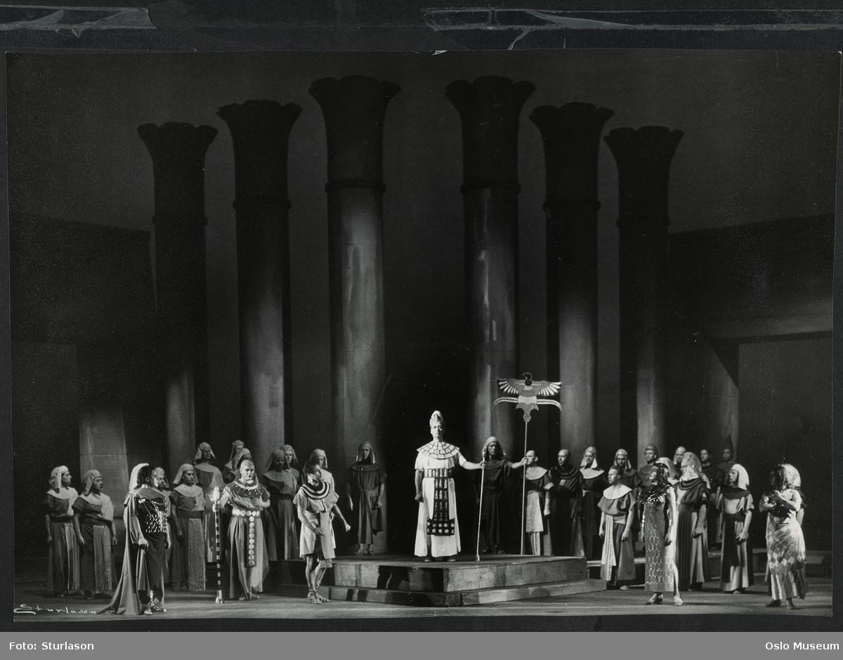 """Norsk Operaselskap, forestilling """"Aida"""", scenebilde, sangere"""