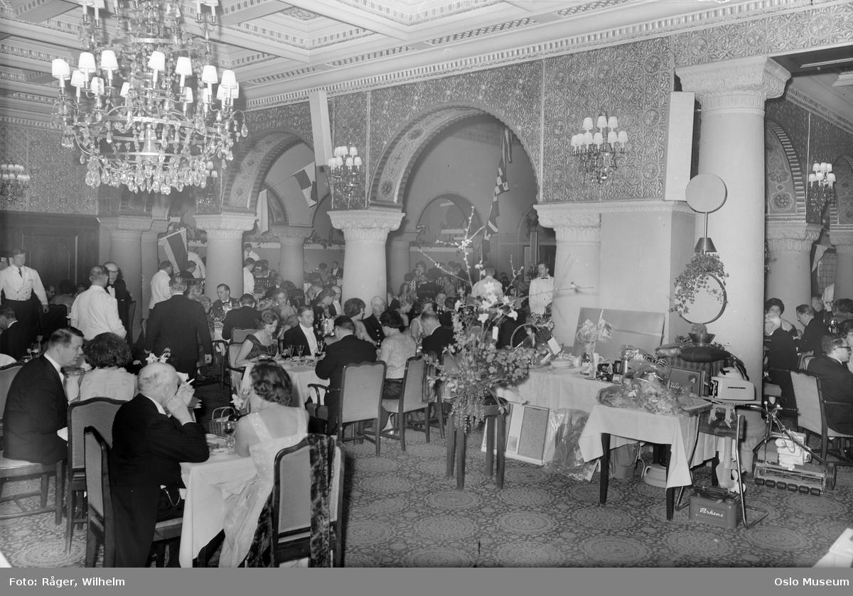 Hotel Bristol, Mauriske hall, Redningsball, oppdekning, gjester, premiebord